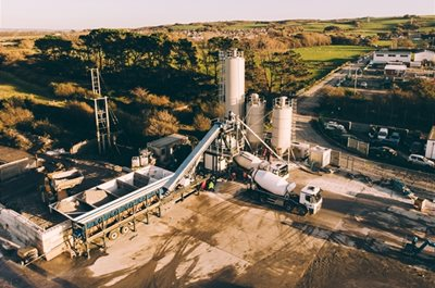 UTRANAZZ SUPPLIES NOTTS CONTRACTORS WITH STATE-OF-THE-ART WET / DRY BATCHING PLANT